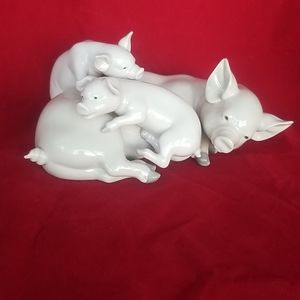 Lladro mother & piglets retired, perfetct